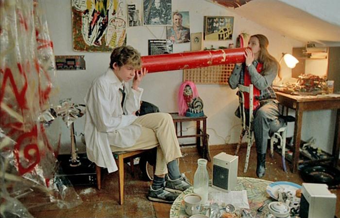 Communication tube. | Фото: kinocomment.ru